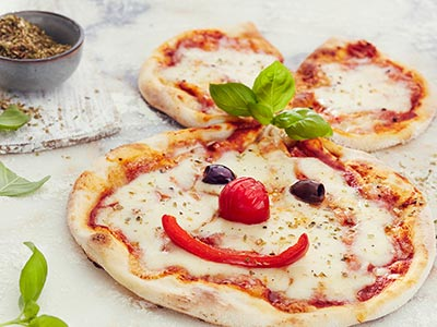 Kids Margarita Pizza وجبة أطفال بيتزا مارجريتا
